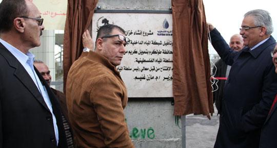 قام بجولة في مناطق الكفريات ... غنيم يفتتح مشروع خزان وشبكة المياه الداخلية لبلدة دير الغصون