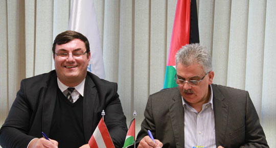سلطة المياه والوكالة النمساوية يوقعان اتفاقية مشروع اعادة تأهيل محطة دير البلح