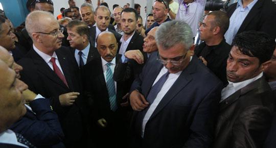 رئيس الوزراء يتفقد موقع محطة التحلية المركزية ومحطة تحلية جنوب غزة