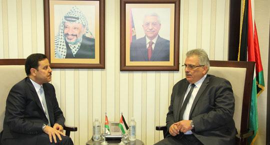 الوزير غنيم يستقبل السفير الاردني في فلسطين