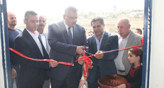 الوزير غنيم يفتتح مشروع النظام المائي لمنطقة بني زيد الغربية