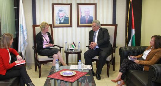ضمن تكثيف الجهود للحشد لمؤتمر المانحين الوزير غنيم يلتقي ممثل جمهورية بولندا ويبحث معها التعاون المستقبلي