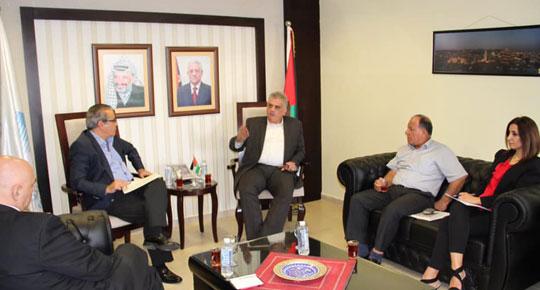 الوزير غنيم يبحث مع بعثة البنك الدولي المشاريع التطويرية لقطاع المياه