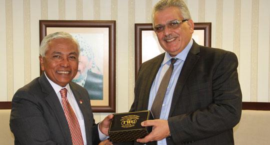 الوزير غنيم يبحث مع السفير السنغافوري افاق التعاون بين البلدين