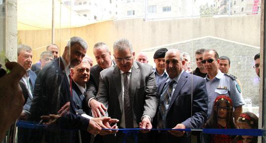 الوزير مان غنيم - رئيس سلطة المياه غنيم خلال افتتاحه لمركز خدمات جمهور كفر عقب اليوم