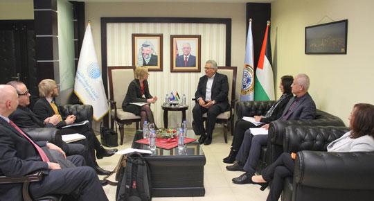 الوزير غنيم يلتقي قائم باعمال مديرة بعثة البنك الدولي ... ويبحث معها سبل التعاون المستقبلية