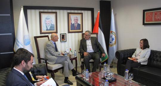 الوزير غنيم يبحث مع المبعوث الهولندي قضايا مشتركة في قطاع المياه