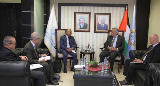 الوزير غنيم يلتقي المدير الاقليمي للبنك الدولي ... ويبحث معه تطورات العمل في مشاريع المياه