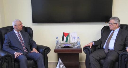 غنيم يستقبل القنصل المصري العام لدى دولة فلسطين