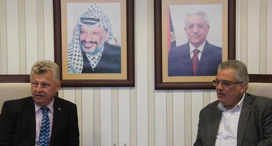 رئيس سلطة المياه يلتقي بوفد من الحكومة الهنغارية